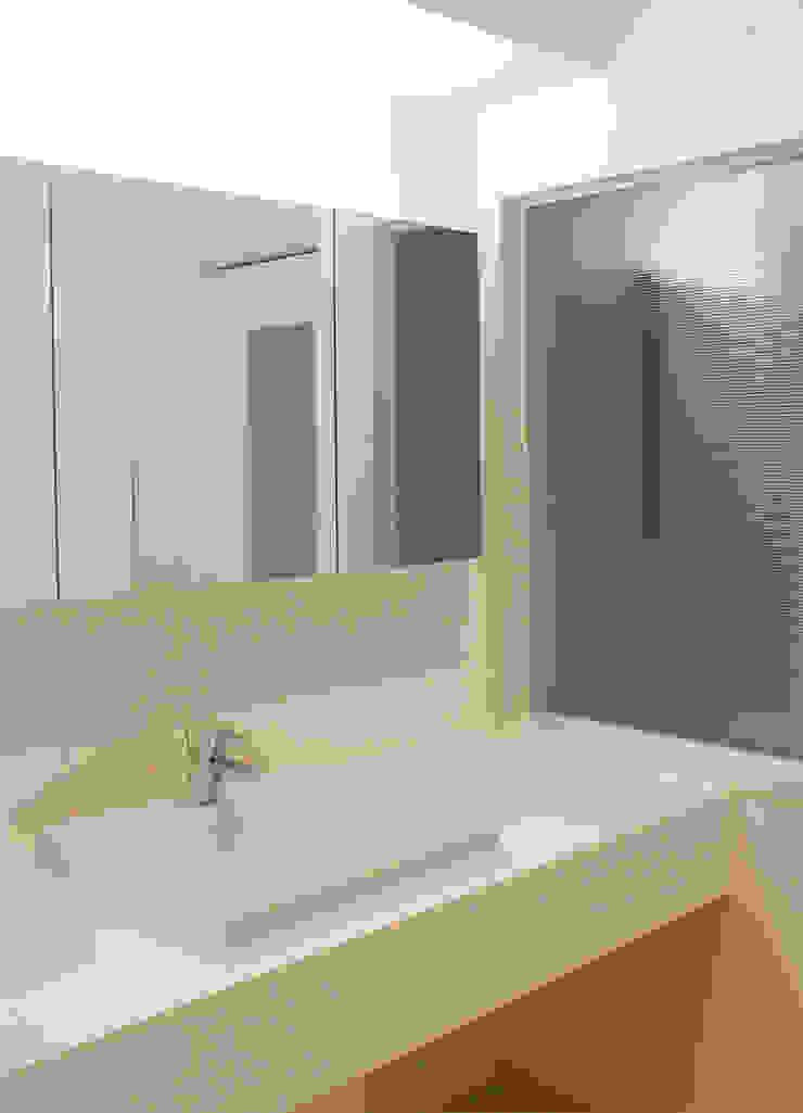 Washroom; モダンスタイルの お風呂 の CRAFTONE モダン