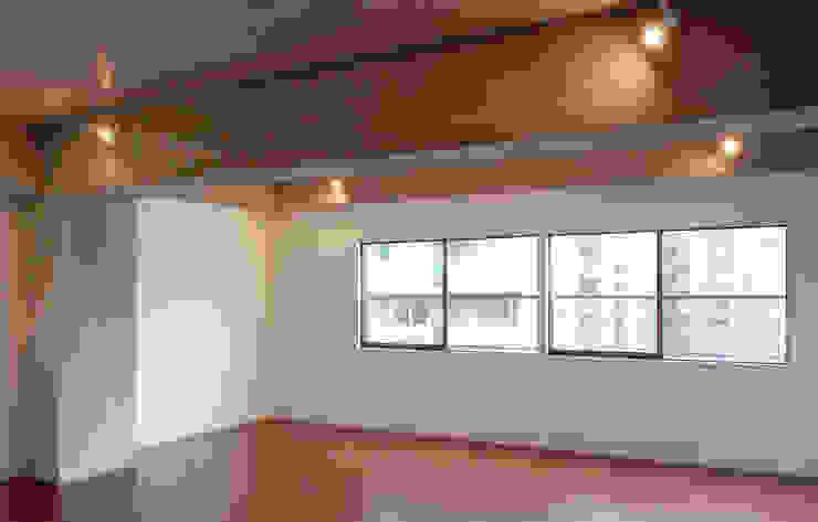 Salas modernas de CRAFTONE Moderno