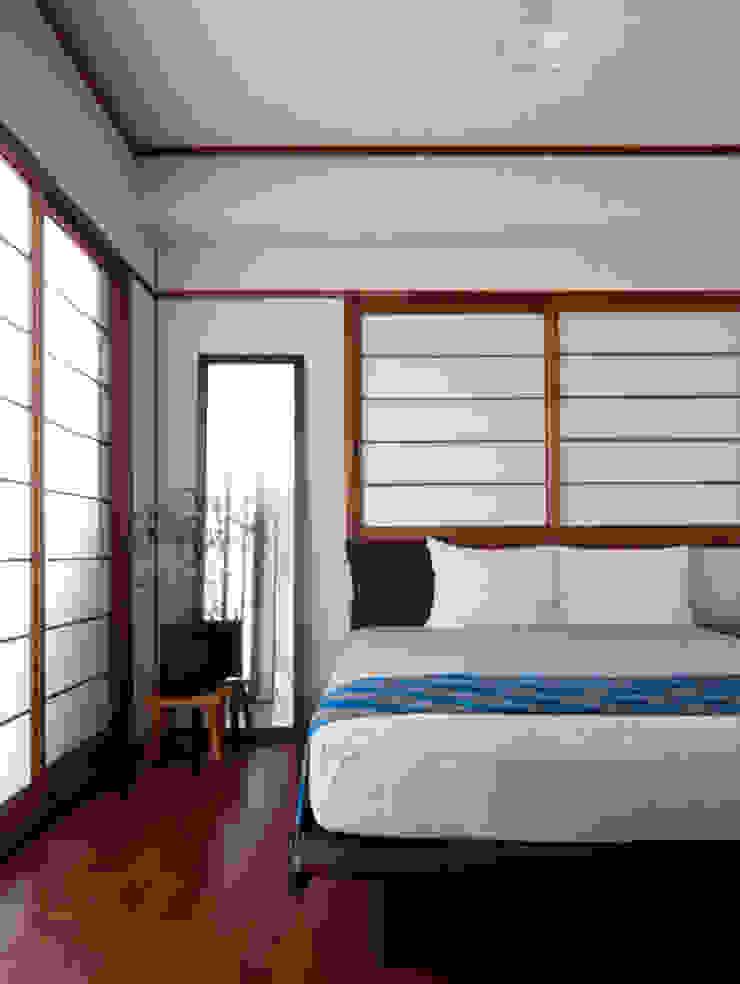 寝室 モダンスタイルの寝室 の CRAFTONE モダン