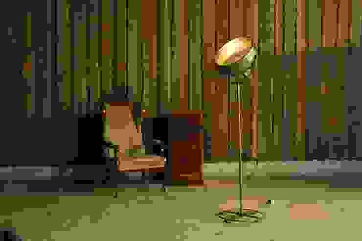 Scheinwerfer Stehlampe im Vintage Industriedesign: industriell  von Onkel Edison,Industrial