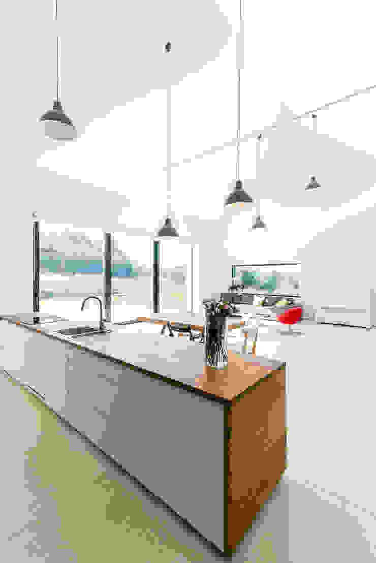 KROPKA STUDIO'S PROJECT Modern kitchen by Kropka Studio Modern