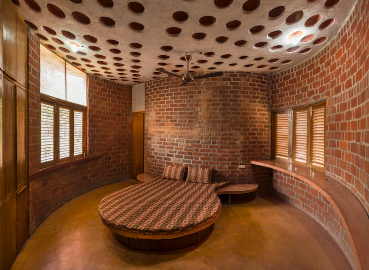 Brick House, Wada Tropical style bedroom by iSTUDIO Architecture Tropical