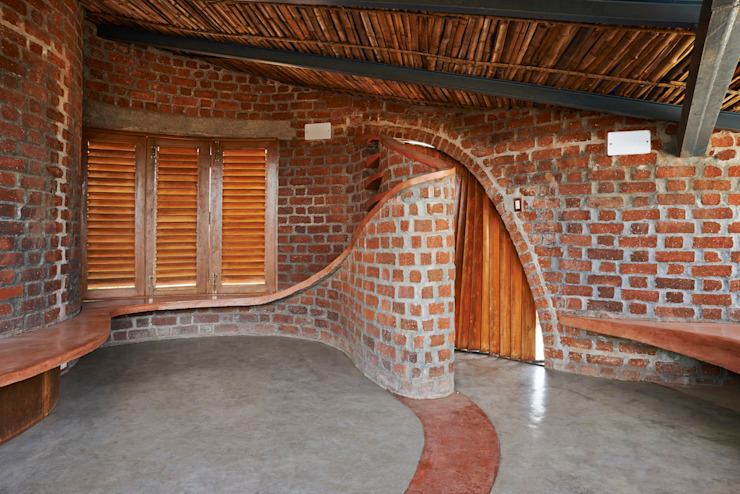 Brick House, Wada Tropical style houses by iSTUDIO Architecture Tropical