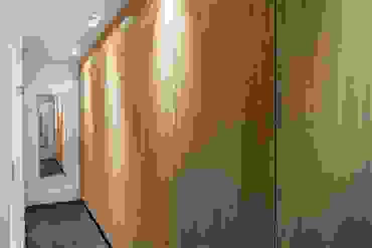 現代風玄關、走廊與階梯 根據 Kwint architecten 現代風