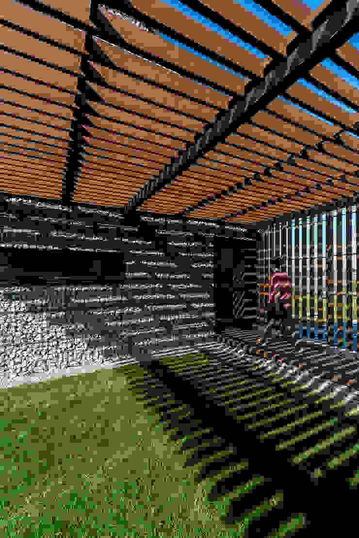 KROPKA STUDIO'S PROJECT Modern garage/shed by Kropka Studio Modern