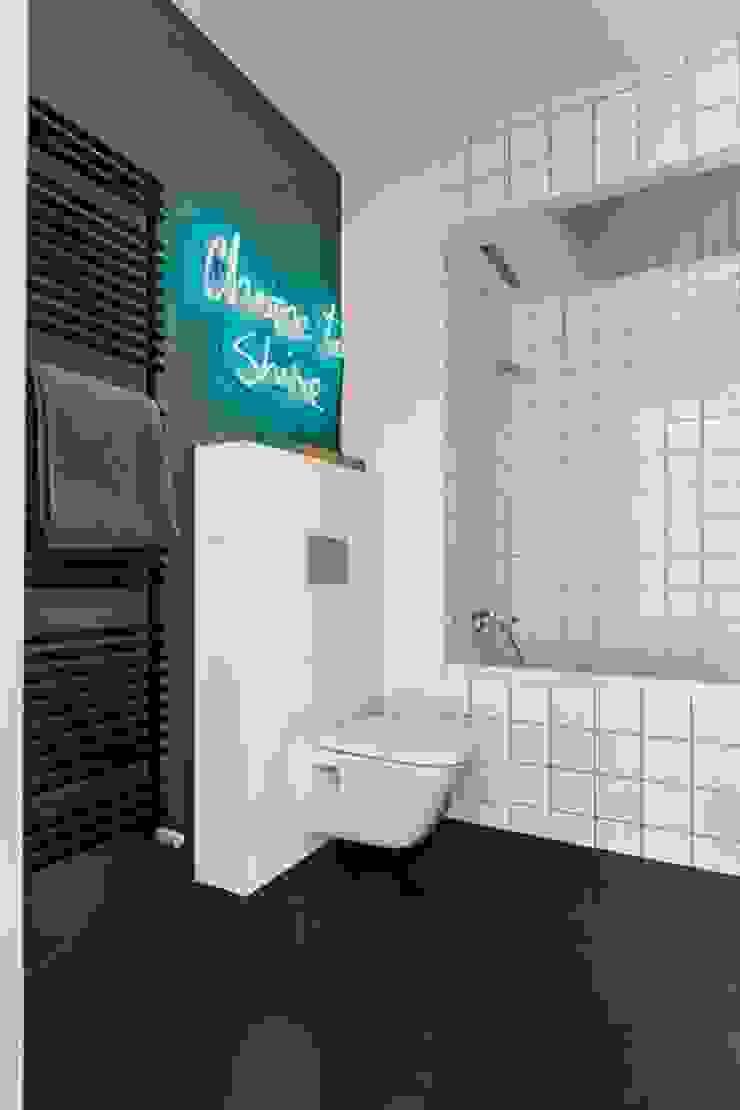 Neony jako integralne oświetlenie łazienek od neonlove Industrialny