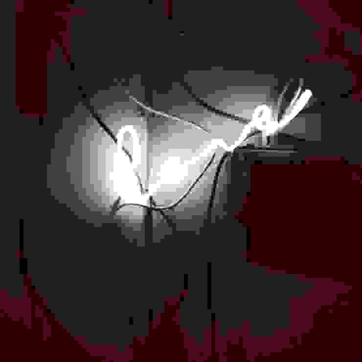 Neony we wnętrzach Minimalistyczna jadalnia od neonlove Minimalistyczny