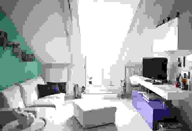 Stripes House: Case in stile  di Giorgia Mirabella Interior Design, Moderno