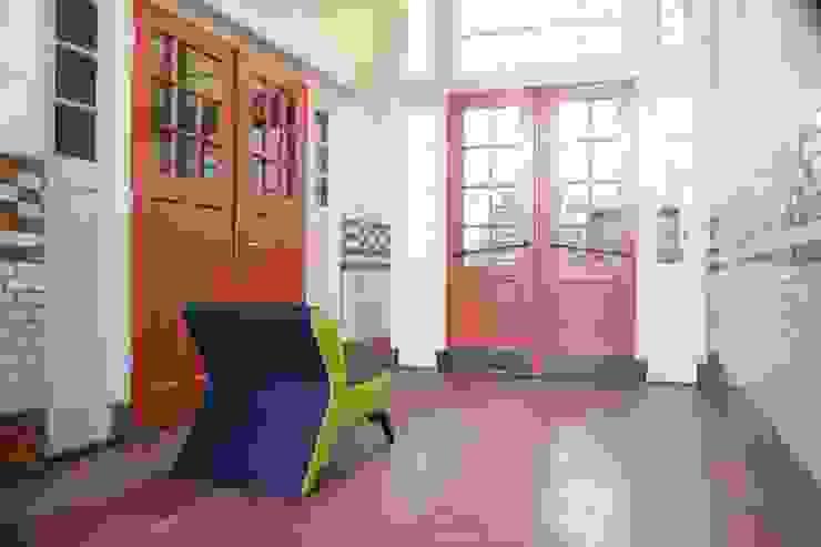 Lounge chair Lomo: modern  door B crea, Modern