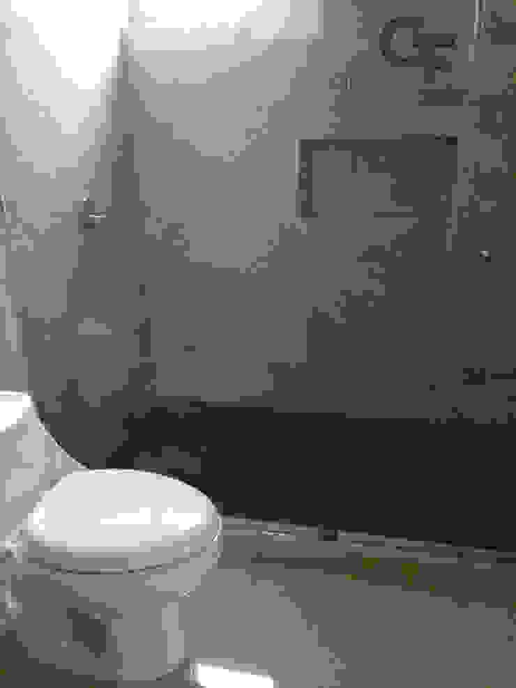 CAROLCO 1 Baños modernos de GF ARQUITECTOS Moderno