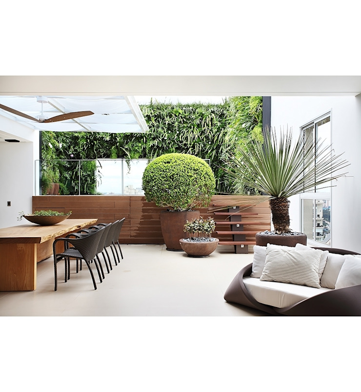 minimalist style balcony, porch & terrace by Marcelo Bellotto Paisagismo Conceitual Minimalist
