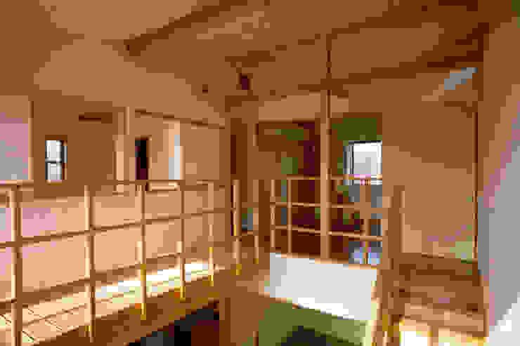 居間上部吹抜け オリジナルデザインの 多目的室 の 八島建築設計室 オリジナル