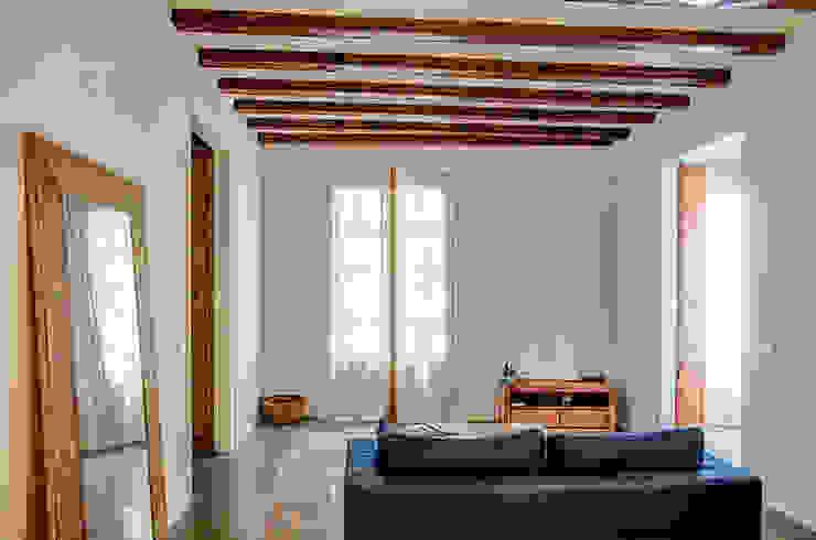 Restaurar vivienda en finca gótica Salones de estilo rural de Torres Estudio Arquitectura Interior Rural