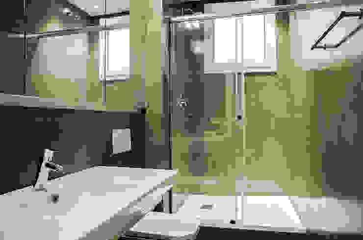 Restaurar vivienda en finca gótica Baños de estilo moderno de Torres Estudio Arquitectura Interior Moderno