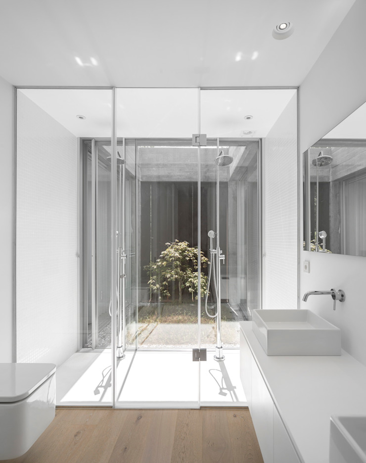 Casa Sambade Banheiros modernos por spaceworkers® Moderno