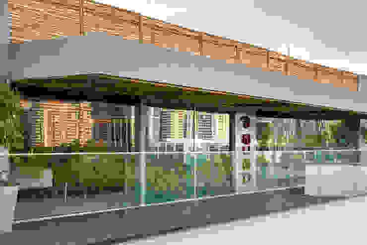 Loft Tropical – Casa Cor 2014 Casas modernas por Gisele Taranto Arquitetura Moderno