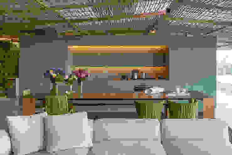 Loft Tropical – Casa Cor 2014 Salas de jantar modernas por Gisele Taranto Arquitetura Moderno