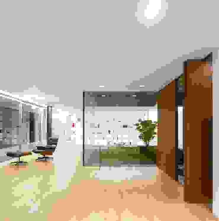 Casa Sambade Salas de estar modernas por spaceworkers® Moderno