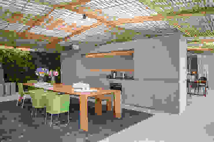Loft Tropical - Casa Cor 2014 Salas de jantar modernas por Gisele Taranto Arquitetura Moderno