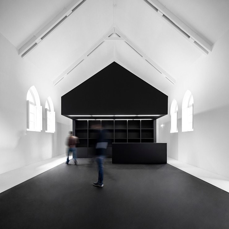 Information Center of the Romanesque Lojas & Imóveis comerciais modernos por spaceworkers® Moderno