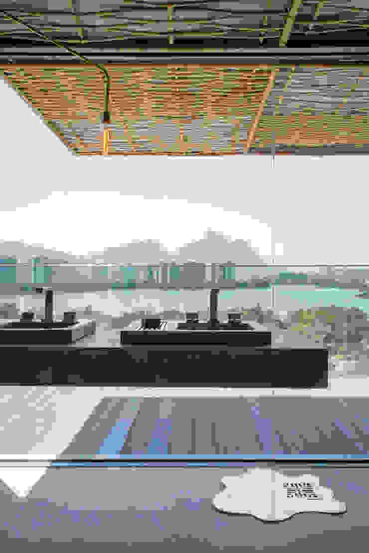 Loft Tropical – Casa Cor 2014 Varandas, alpendres e terraços modernos por Gisele Taranto Arquitetura Moderno