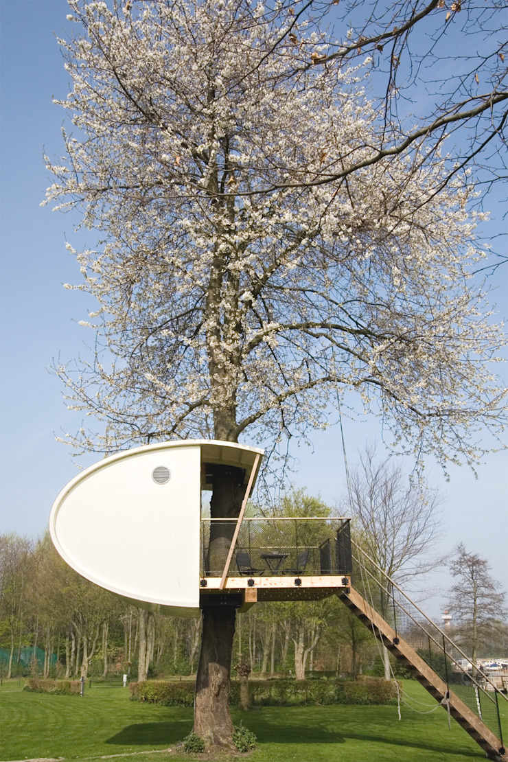 Boomhut in bloeiende kersenboom: modern  door Atelier Dutch, Modern