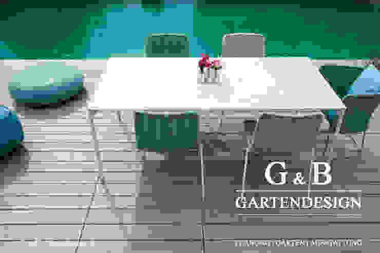 Privatgarten mit Pool in Schleswig-Holstein: modern  von GEMPP GARTENDESIGN - Gartenplanung Gartengestaltung Landschaftsbau,Modern