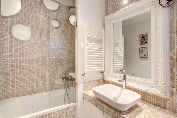 Banheiros modernos por MOB ARCHITECTS Moderno