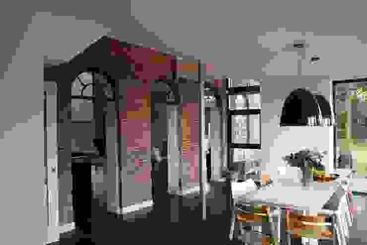 Modern dining room by Architectenbureau Jules Zwijsen Modern