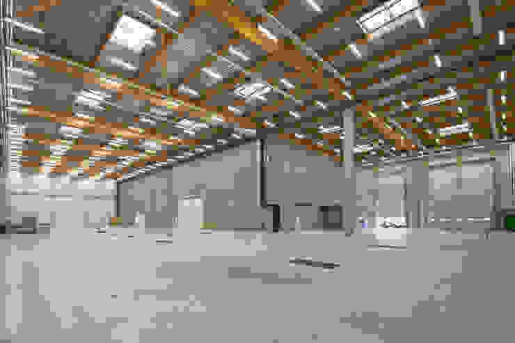 BA 105 Espaces de bureaux modernes par JB Lacoudre Architectures Moderne