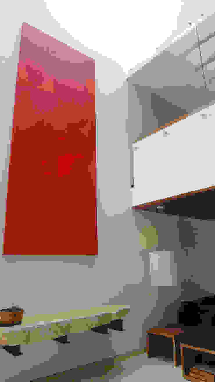 Casa AA Pasillos, vestíbulos y escaleras modernos de ze|arquitectura Moderno