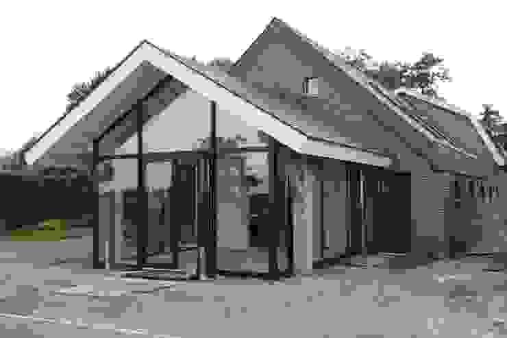 Verbouw stal bij boerderij Moderne huizen van Architectenbureau Jules Zwijsen Modern