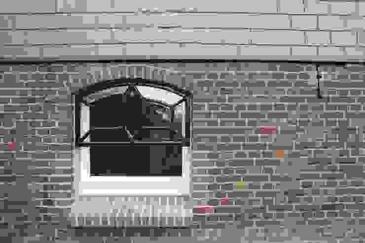 Verbouw stal bij boerderij Moderne ramen & deuren van Architectenbureau Jules Zwijsen Modern