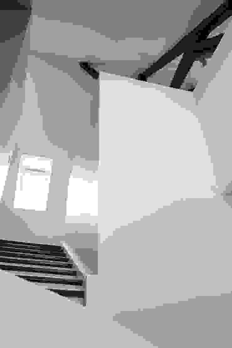 mllm Minimalist corridor, hallway & stairs