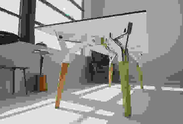 The Kataba table: modern  door PeLiDesign, Modern