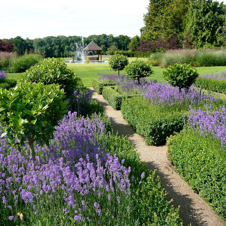 A large formal garden near Henley on Thames: classic  by Joanne Alderson Design, Classic