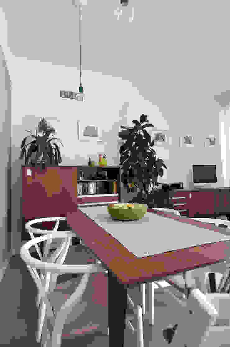 Vista del soggiorno Case in stile scandinavo di Reggiani Davide Architetto Scandinavo