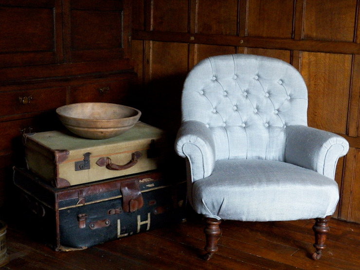 Victorian armchair: classic  by Linney Hughes, Classic
