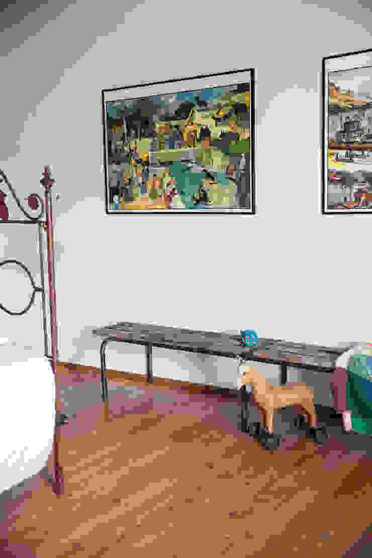 Dormitorios infantiles de estilo ecléctico de mllm Ecléctico