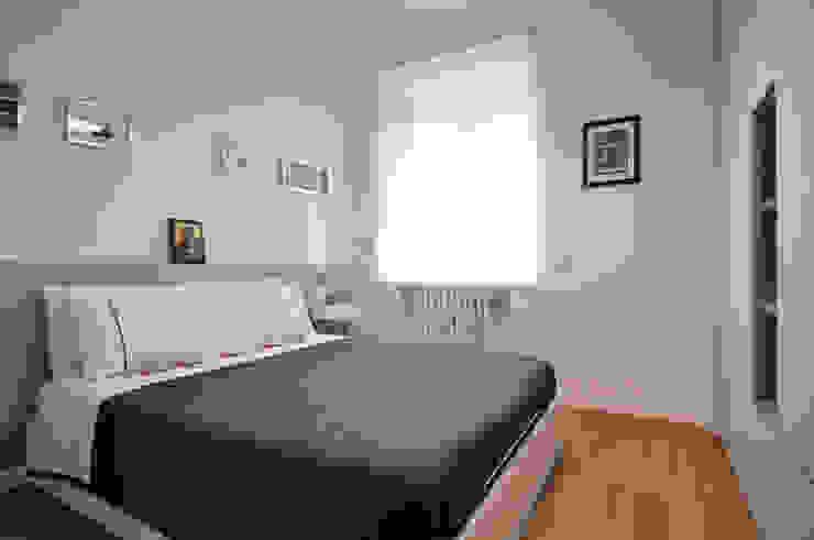 Vista della camera da letto Case in stile scandinavo di Reggiani Davide Architetto Scandinavo