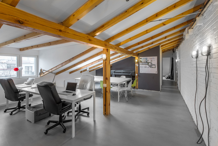 Minimalist study/office by GRUPA HYBRYDA Minimalist