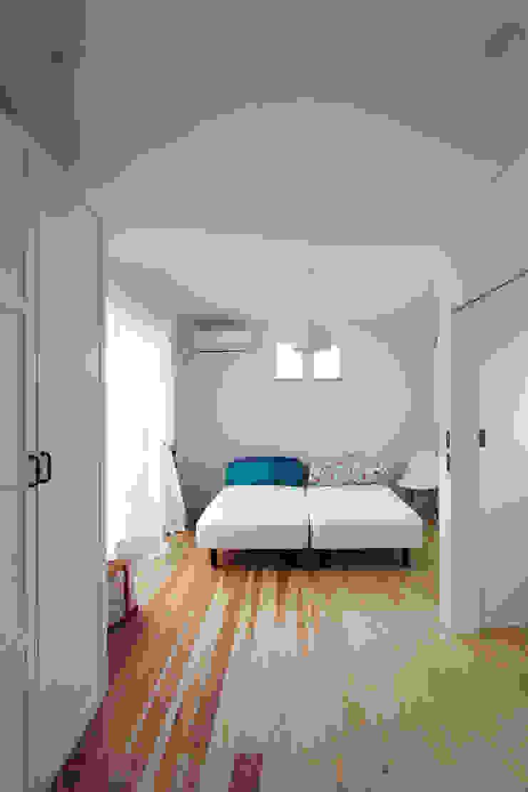 子供室 モダンスタイルの寝室 の FCD モダン