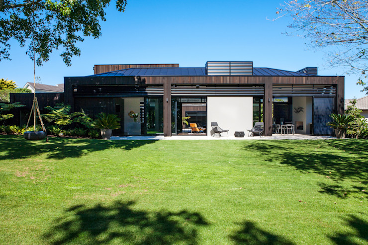 Godden Cres Modern houses by Dorrington Atcheson Architects Modern