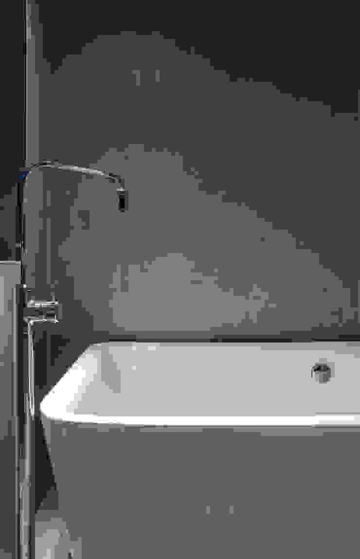 Marine Parade Modern bathroom by Dorrington Atcheson Architects Modern