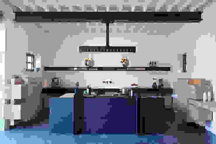 KITCHEN FOR CHATEAU DE LA RESLE van Studio Roderick Vos