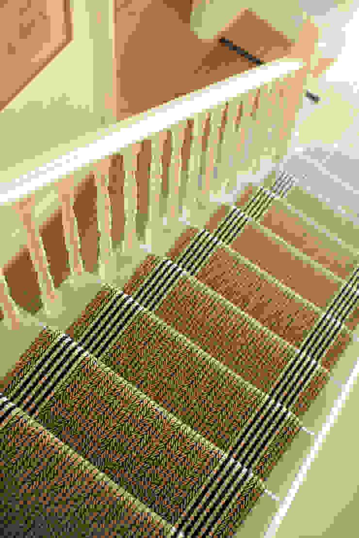 Flaxman Stone Roger Oates Design Pasillos, vestíbulos y escaleras de estilo moderno