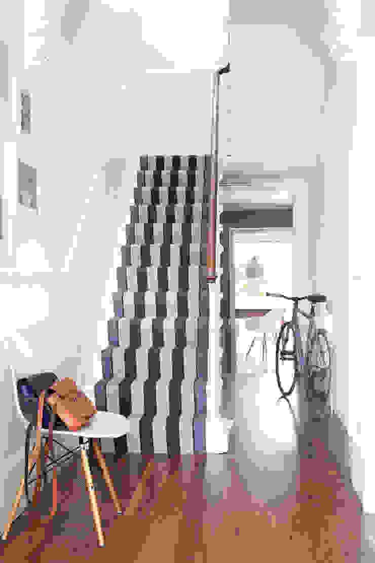 Fitzroy Black Modern corridor, hallway & stairs by Roger Oates Design Modern