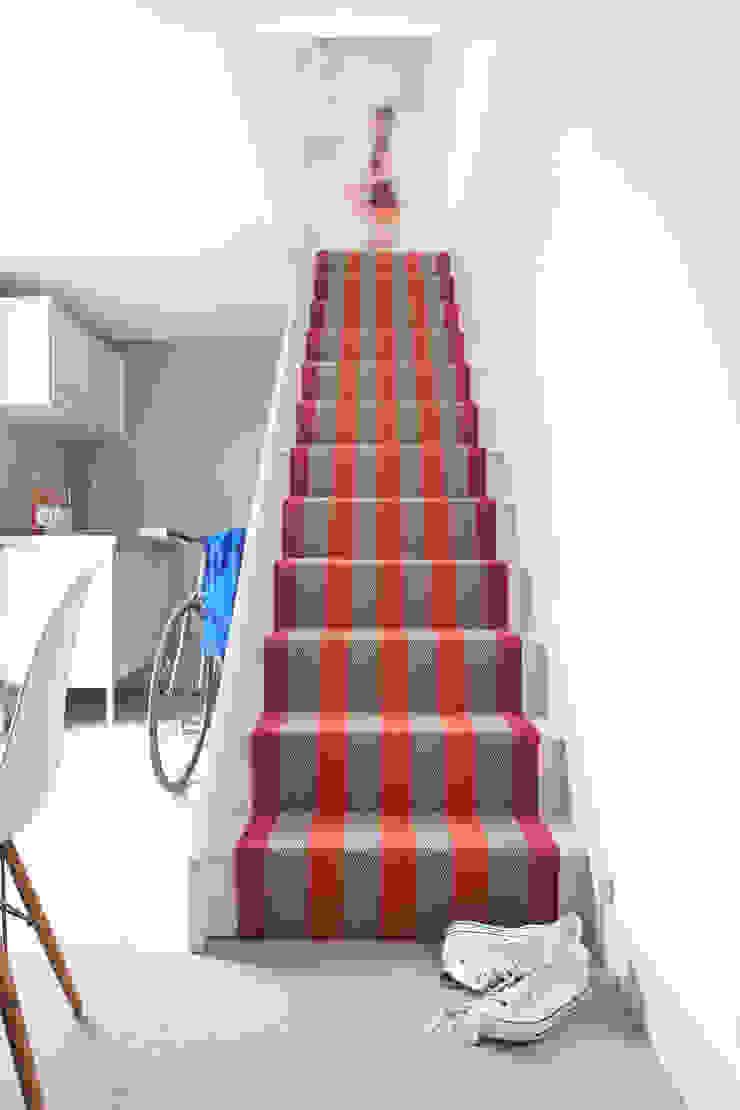 Fitzroy Bright Roger Oates Design Pasillos, vestíbulos y escaleras de estilo moderno