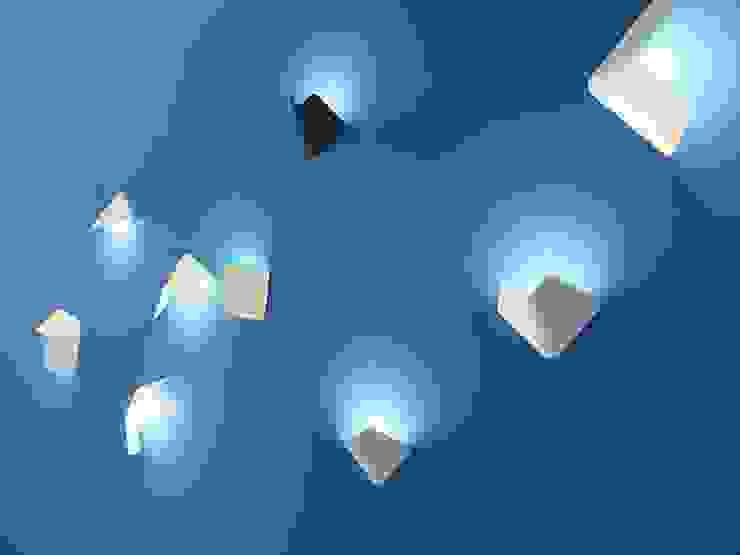 Fly wall lamp voor TossB van Peter van de Water Minimalistisch