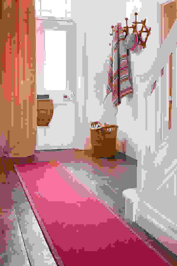 Franklin Carmine Hall Runner Modern corridor, hallway & stairs by Roger Oates Design Modern